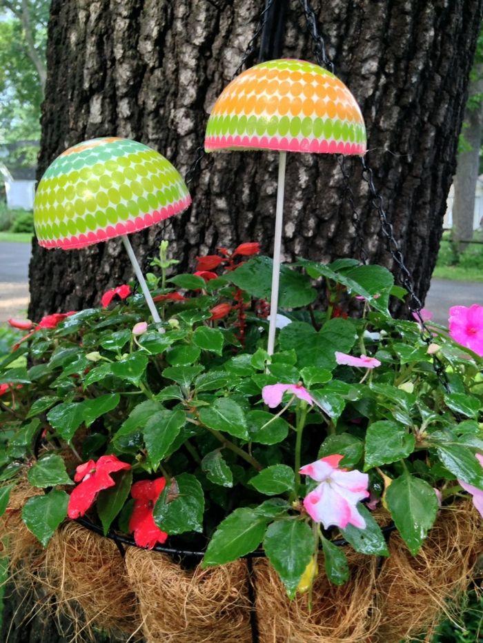 1001 inspirations pour une d coration de jardin faire soi m me decoration de jardin - Deco bouteille plastique ...