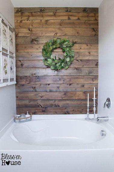 Idée décoration Salle de bain Dans une salle de bain des lambris en