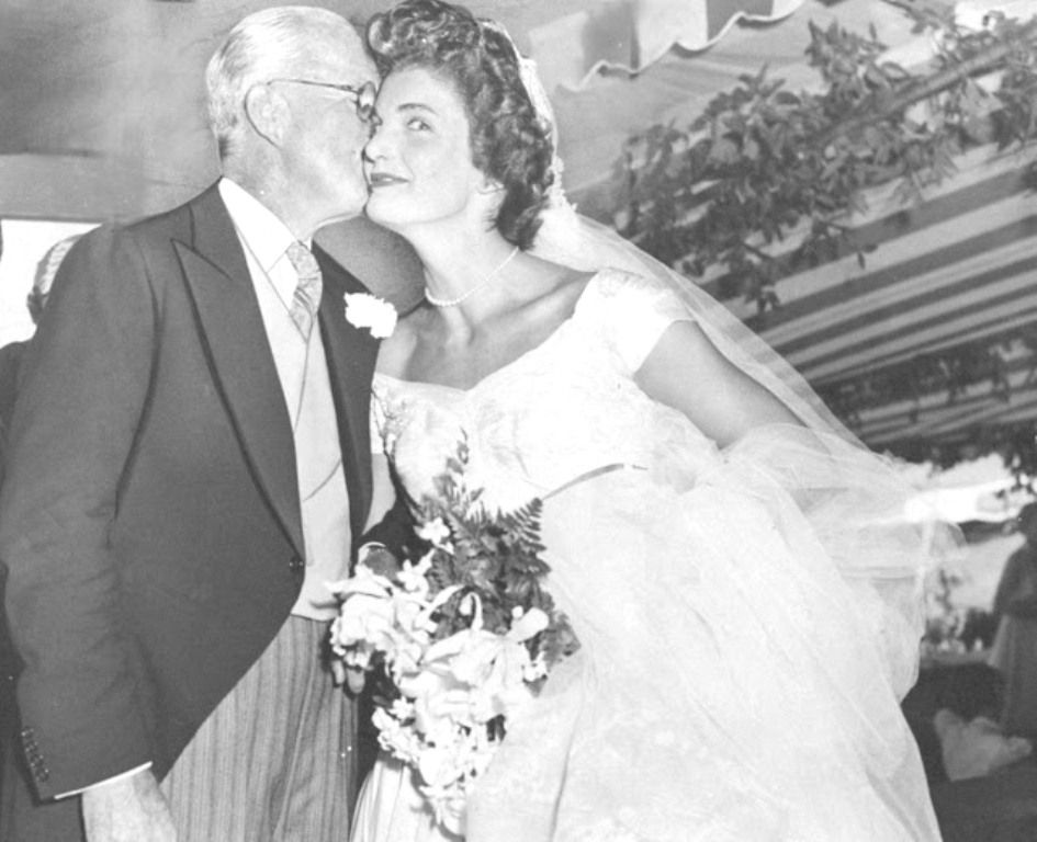 Jacqueline Kennedy Onis Acqueline Bouvier Gets A Kiss From Her Father In Law Joseph After Wedding Photo By Pat Candido Ny Daily
