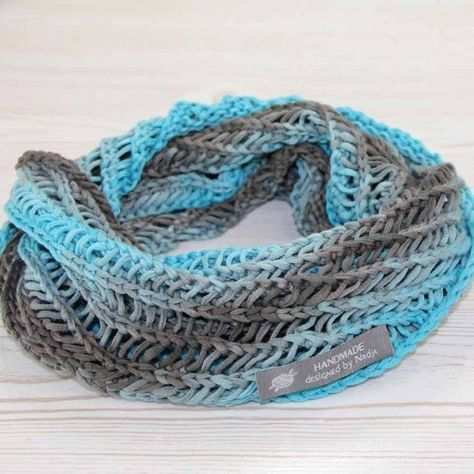 Photo of Free pattern: Knit loop scarf for women