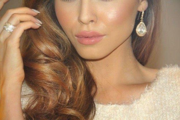Sombras de color + labios nude = ¡Combo perfecto! Te