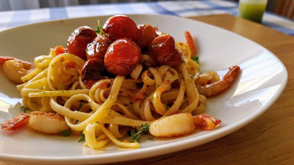 tallarines con langostinos | Pasta con carne, Platos de