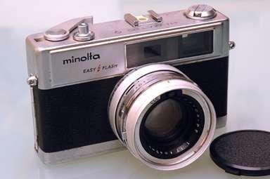 La Minolta de mi padre. La de fotos que hizo, y lo que tardábamos en verlas..