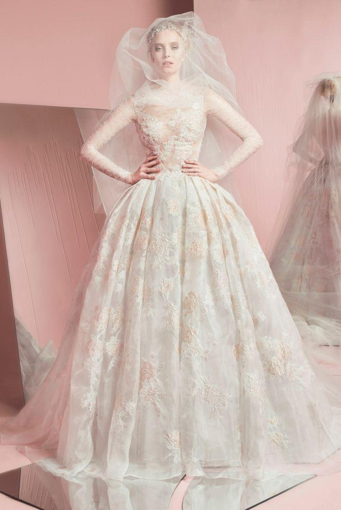 dezente gestickte blumen | Hochzeitskleider | Pinterest ...