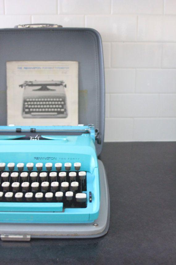 Vintage Teal Remington Ten Forty Sperry Rand Antique Portable Typewriter w/  Case