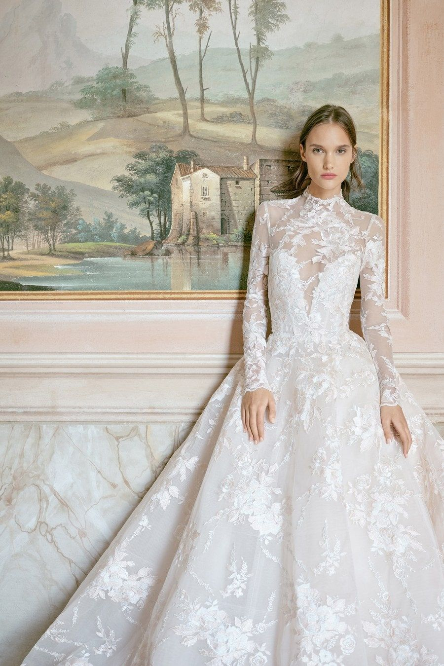 Monique Lhuillier Bridal Fall 2020 collection, runway looks, beauty, models, and reviews.