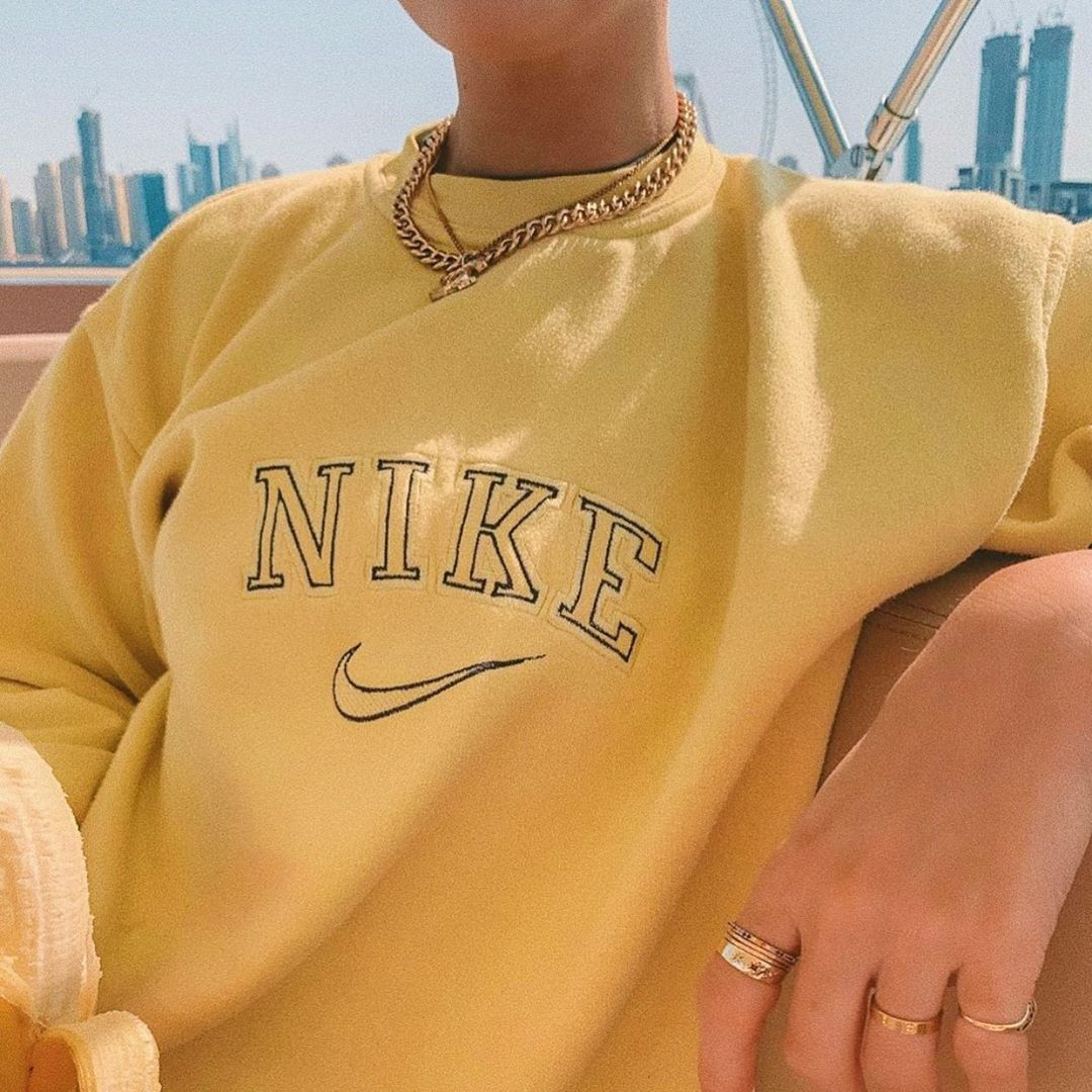 Break Vintage On Instagram Queenofjetlags Wearing Our Yellow Nike Sweatshirt Tag Us In Your Vintage Nike Sweatshirt Vintage Hoodies Cute Casual Outfits [ 1080 x 1080 Pixel ]