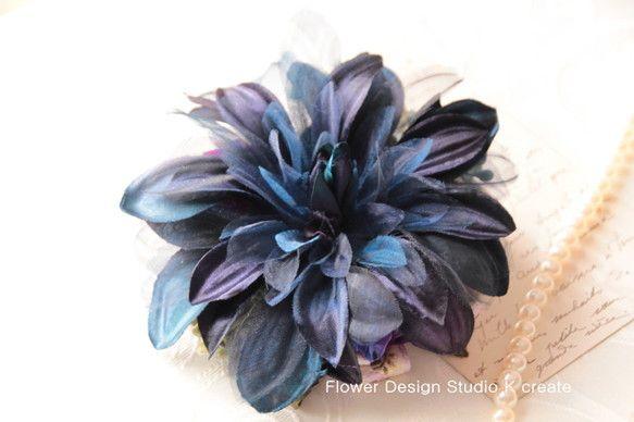 sold-out---Thank You!ダークネイビーのダリアのコサージュです。 お花の花びらには、オーガンジーが所々に使われているので、 重い色ですが、...|ハンドメイド、手作り、手仕事品の通販・販売・購入ならCreema。