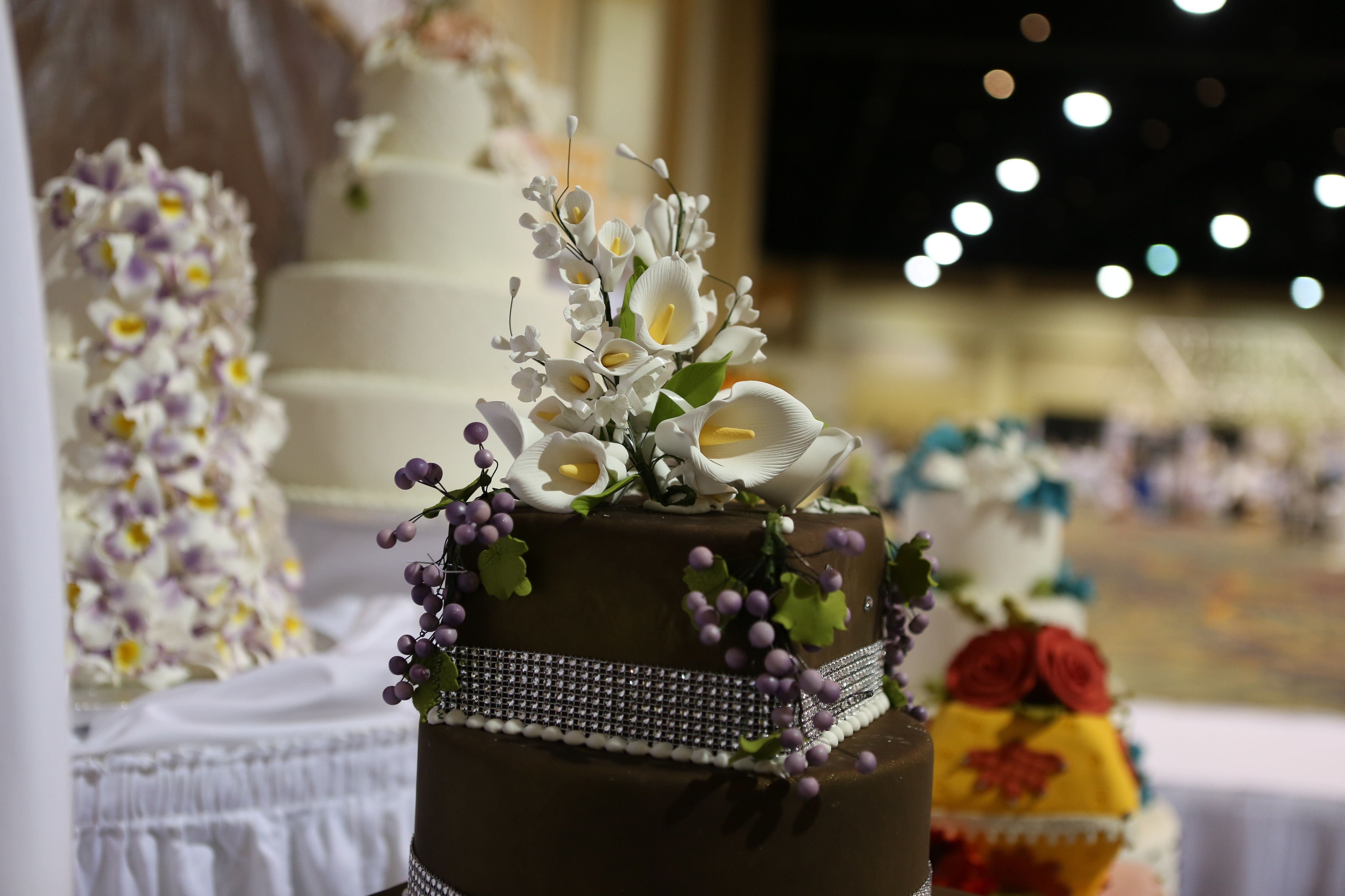 Beautiful bold #black #weddingcake from the #ORLPWGShow. How perfect is the topper with the berries! Can't wait to see even more cakes at the #wedding cake showdown June 22nd!