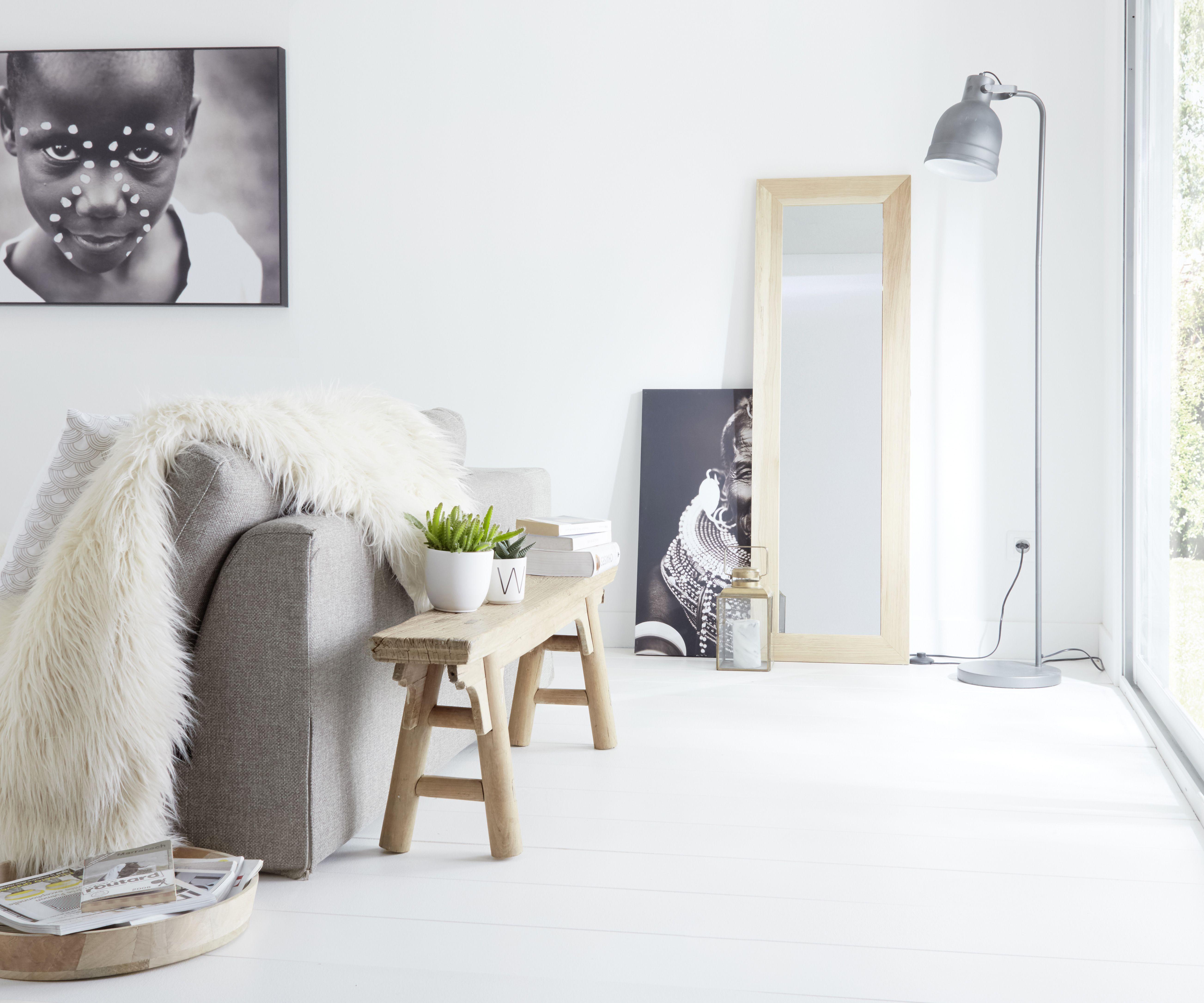 Mettez Du Blanc Mat Sur Vos Murs Un Salon Epure Et Chic Peinture Mur Et Plafond Idee De Decoration Peinture Plafond