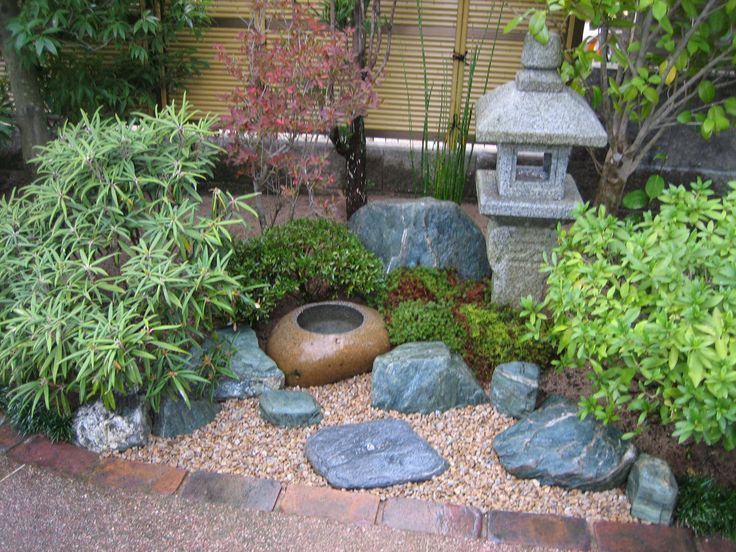 Trendy small zen japanese garden on garden decor for Japanese garden designs for small gardens