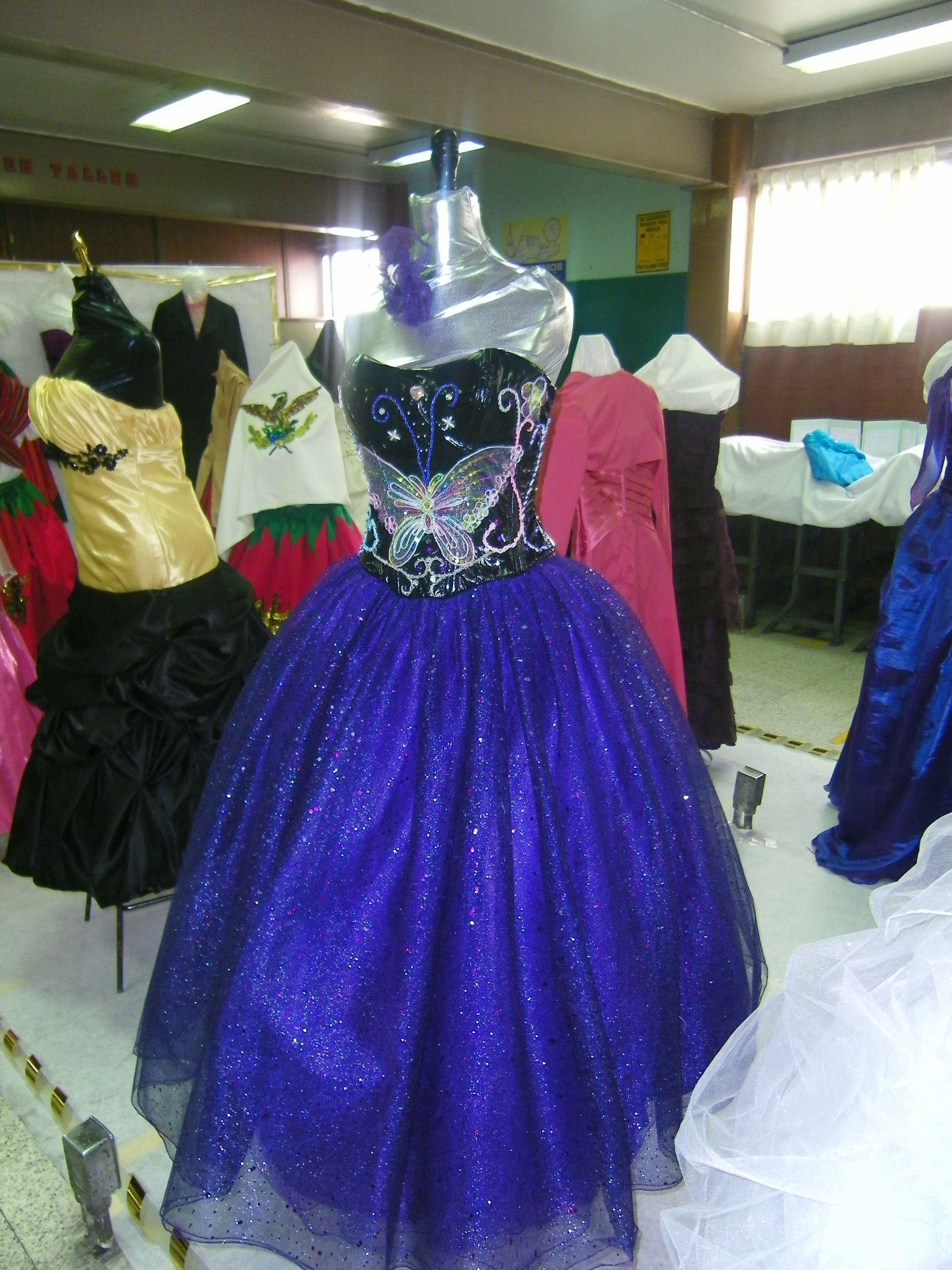 Vestido de XV años corset en licra piel , bordado a mano,   MIS ...