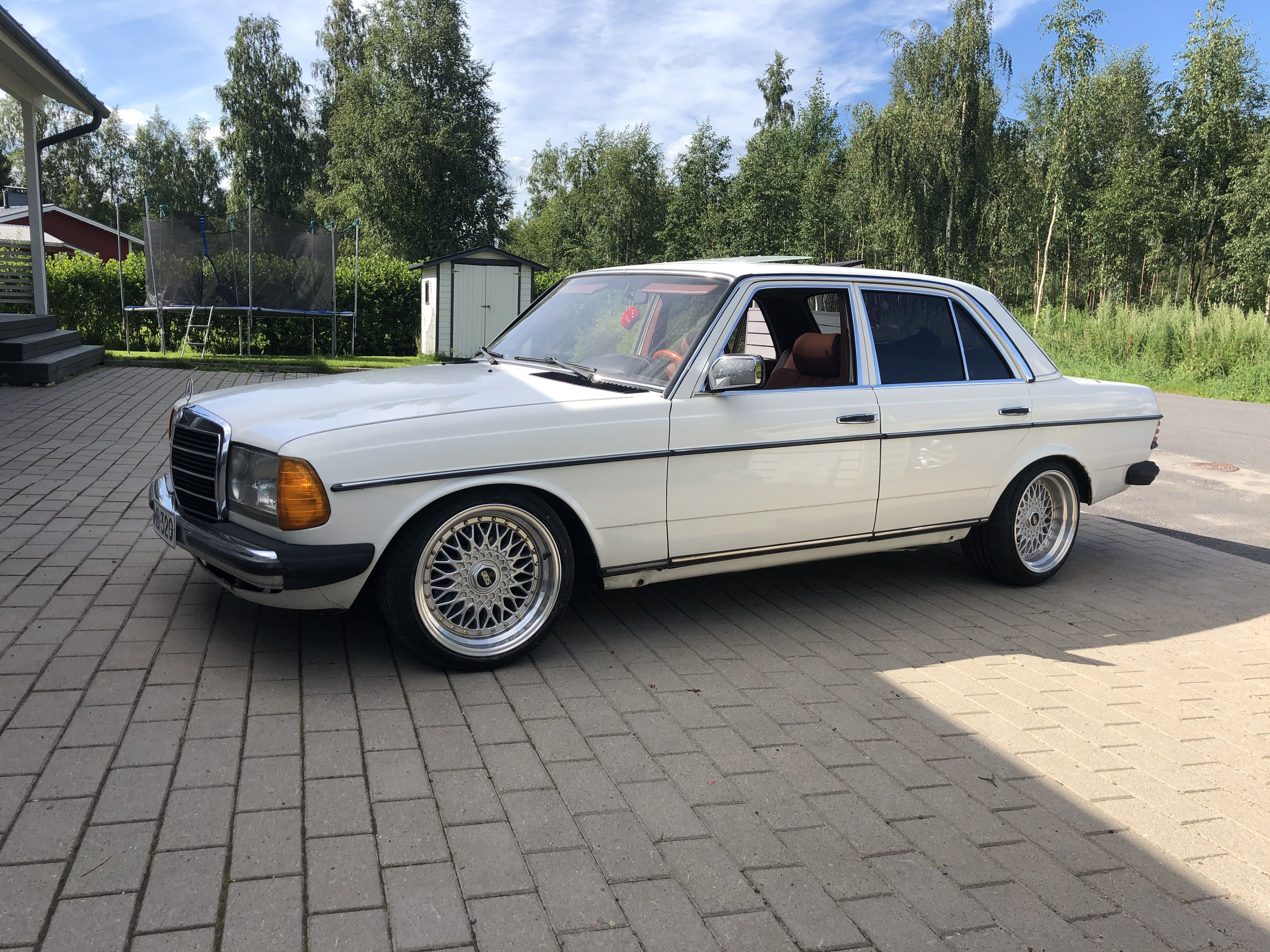Pin By Hannu Huitula On Mercedes W123 Mercedes W123 Mercedes Benz Benz