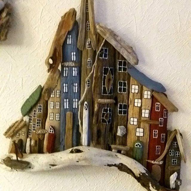"""#driftwoodart#seaglass#town/houses#madebyEVAs# """" En hver pind passer ind """" Ikk ' os Nikolaj og Asbjørn"""