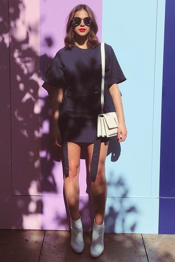 Bruna Marquezine usa bota branca e conjunto em alfaiataria. fb67bd1d2f
