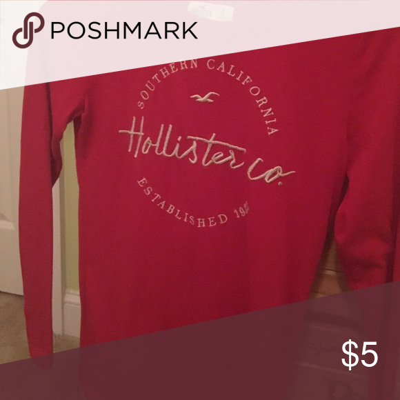 Blouse This blouse has only been used a few times. It is in very good condition. Hollister Tops Tees - Long Sleeve