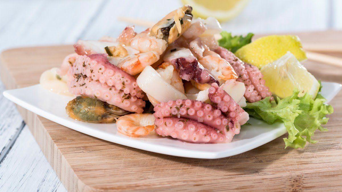 Receta de Tartar de aguacate y langostinos con escamas de sal