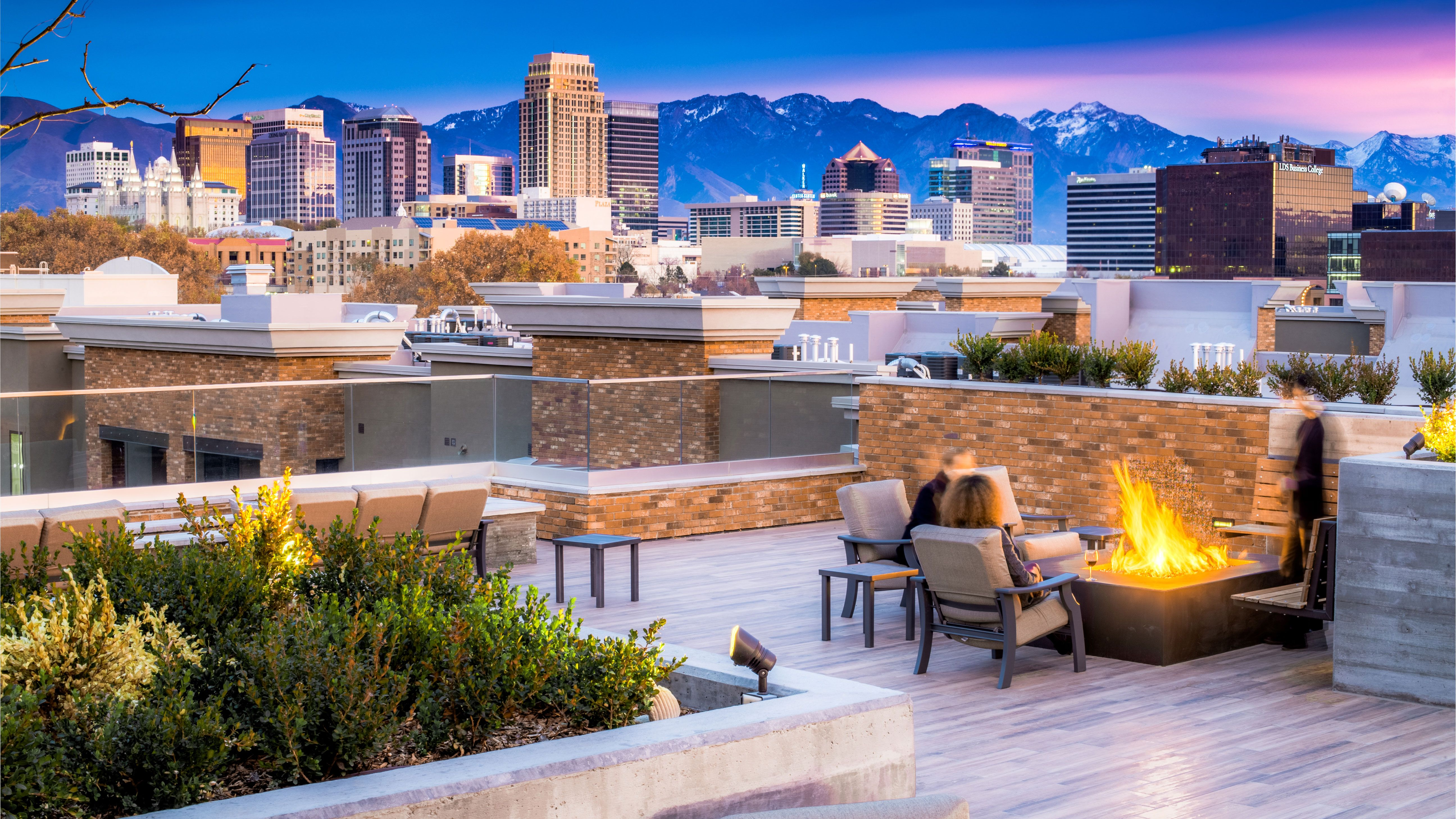 4th West Rooftop Skylounge Resort Style