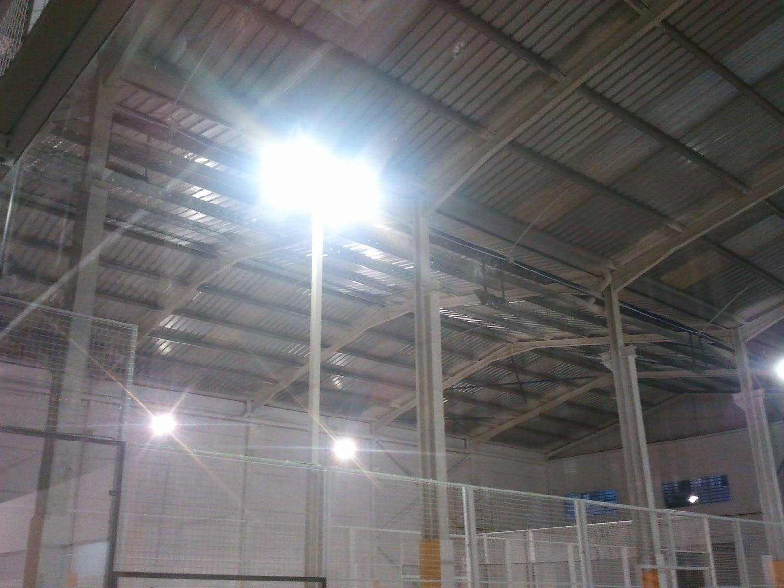 Instalación Focos Led 180w 22.000lm, 350lux  en Padel Interclub Meliána.