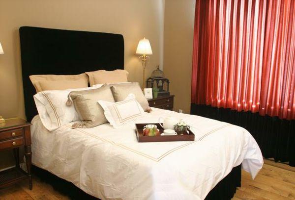 feng shui schlafzimmer bett rot schwarze gardinen | Schlafzimmer ...