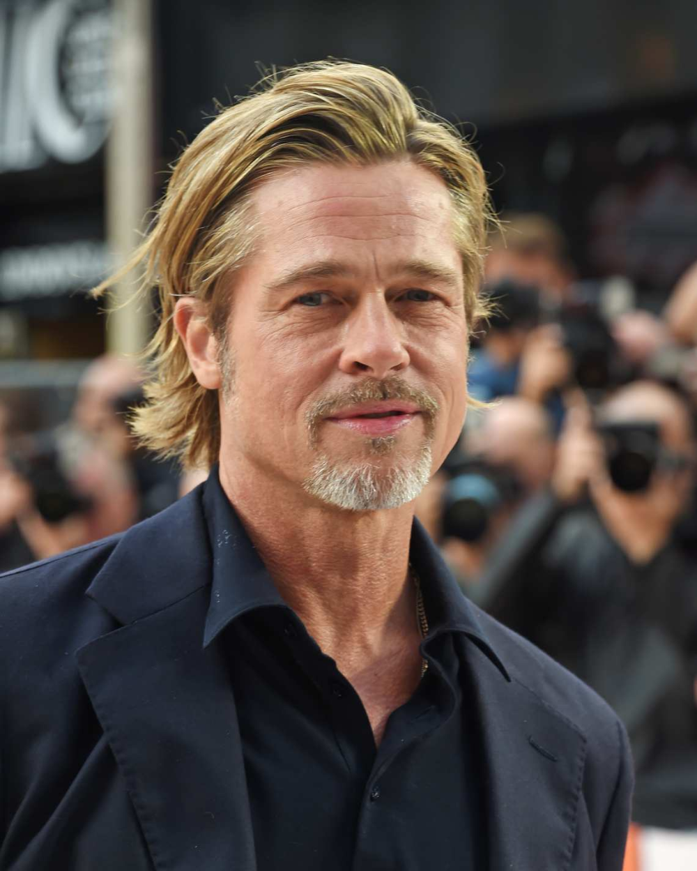 10 Beautiful Photos Of Brad Pitt In Middle Age Brad Pitt Hair Brad Pitt Haircut Brad Pitt