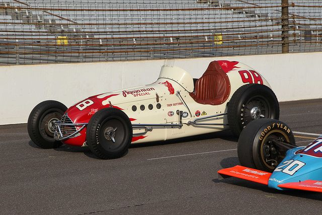 The last dirt car to win the indianapolis 500 by for Indianapolis motor speedway com
