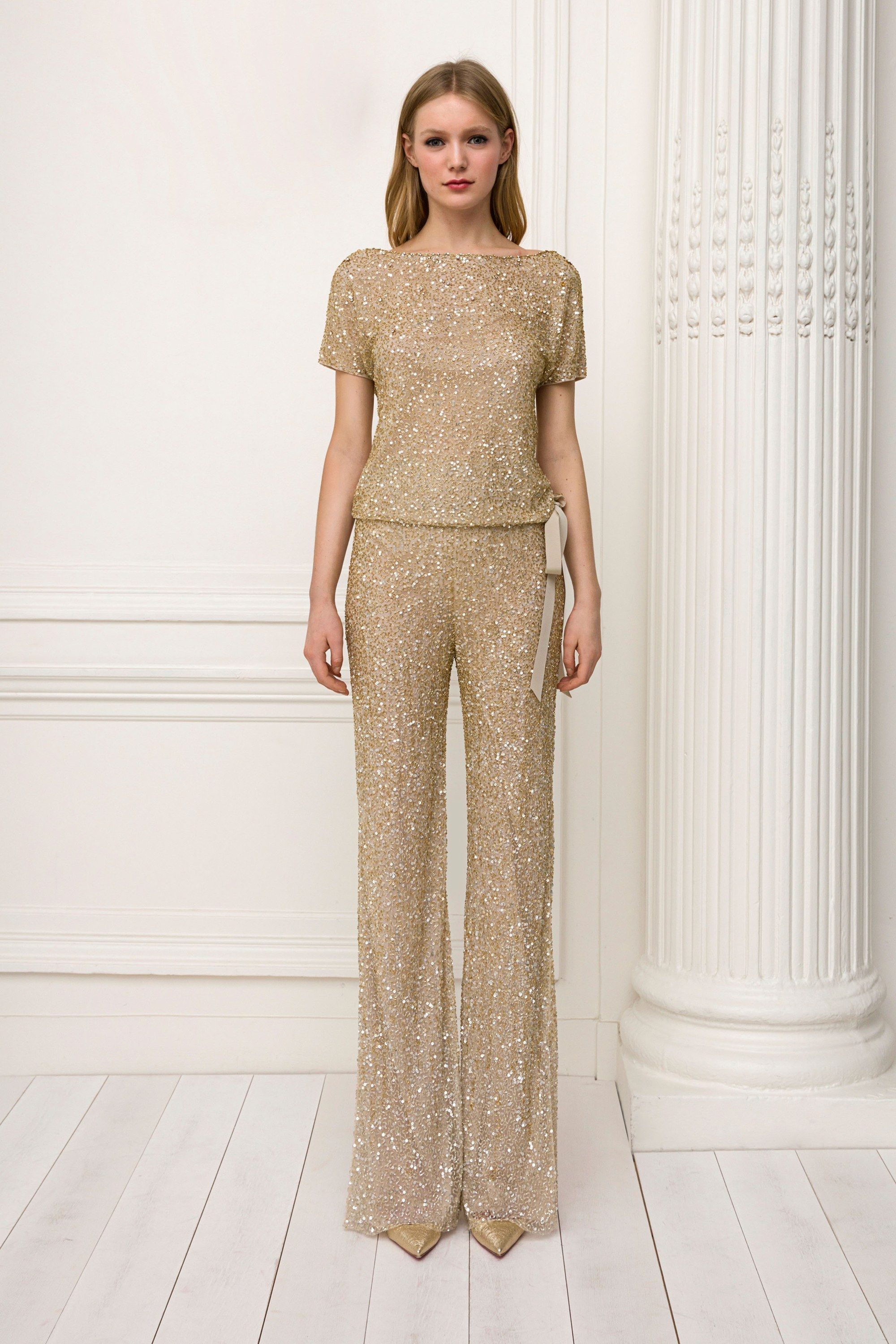 8976eb660fc The complete Jenny Packham Pre-Fall 2018 fashion show now on Vogue Runway.
