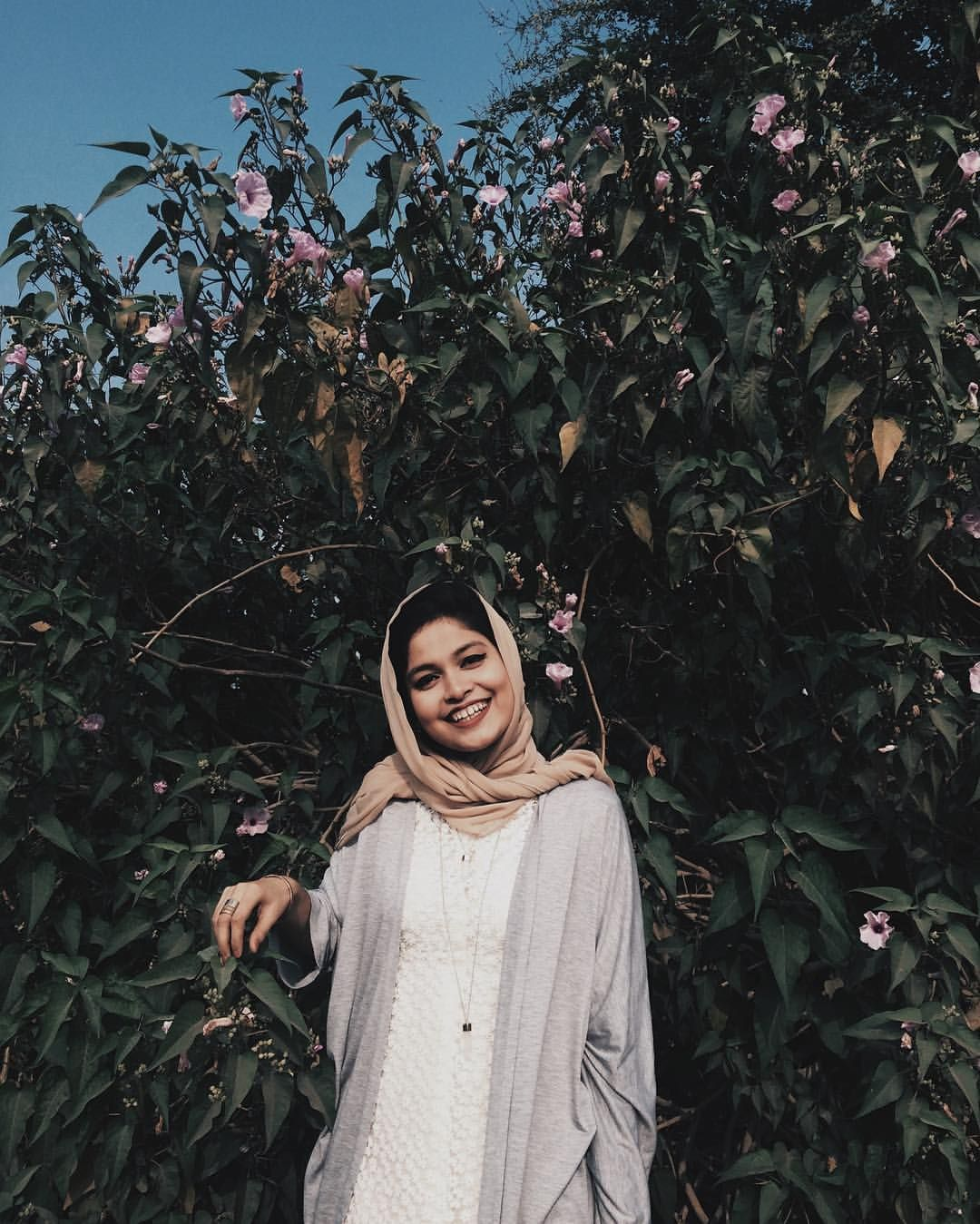 Noor unnahar tumblr photography aesthetics portraits ideas inspiration muslim fashion south asian pakistani mipster modest style dressing hijab