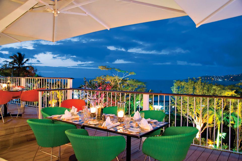 Mount Cinnamon's open-air restaurant Savvy's is bright and airy for breakfast and romanticly candlelit for dinner with every table taking advantage of the far-reaching sea views.