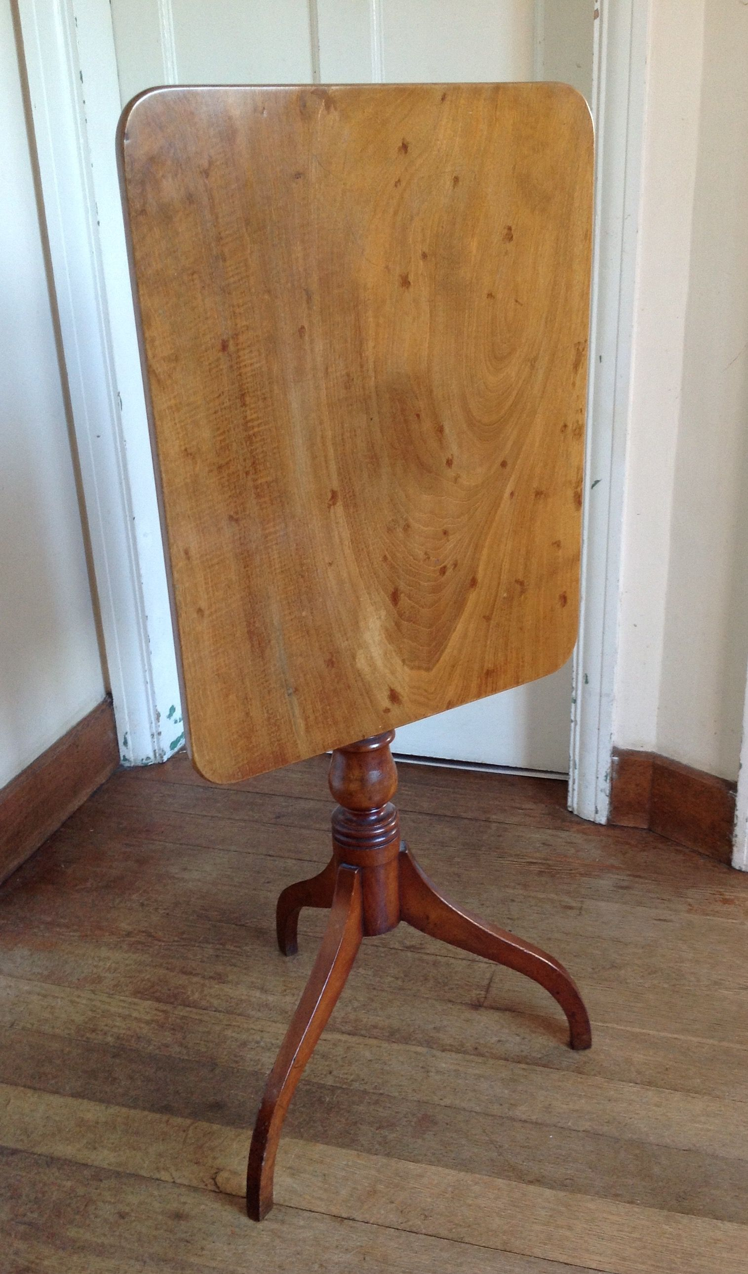 Fantastic American Federal 19Th Century Maple Wood Tilt Top Table 280
