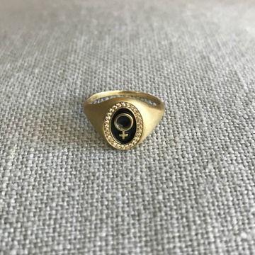 Wendy Brandes Venus Symbol Signet Pinky Ring In 18k Yellow Gold
