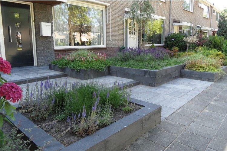 Hochbeete mit grauen Steinen umrandet und lila blühende Pflanzen - pflegeleichter garten modern