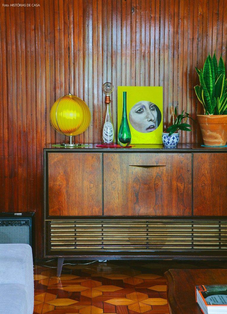 09-decoracao-sala-parede-madeira-vitrola-antiga-vintage