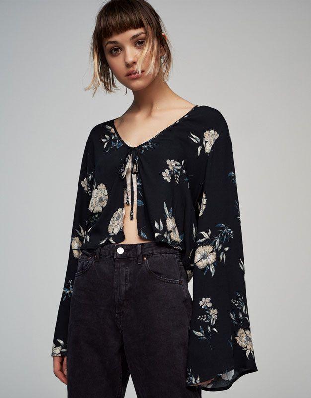 5eac5c048e7b8 Camisa bolero flores manga acampanada - Blusas y camisas - Ropa - Mujer -  PULL BEAR España