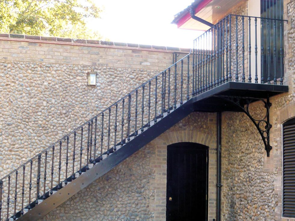 Iron Staircase, Metal Stairs, Staircases, Stair Risers, Spiral Stair,  Garden Design Ideas, Cast Iron, Balcony, Irons