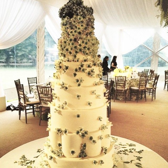 Gorgeous wedding cake by B Cake NY, picture from Mindy Weiss | Let ...
