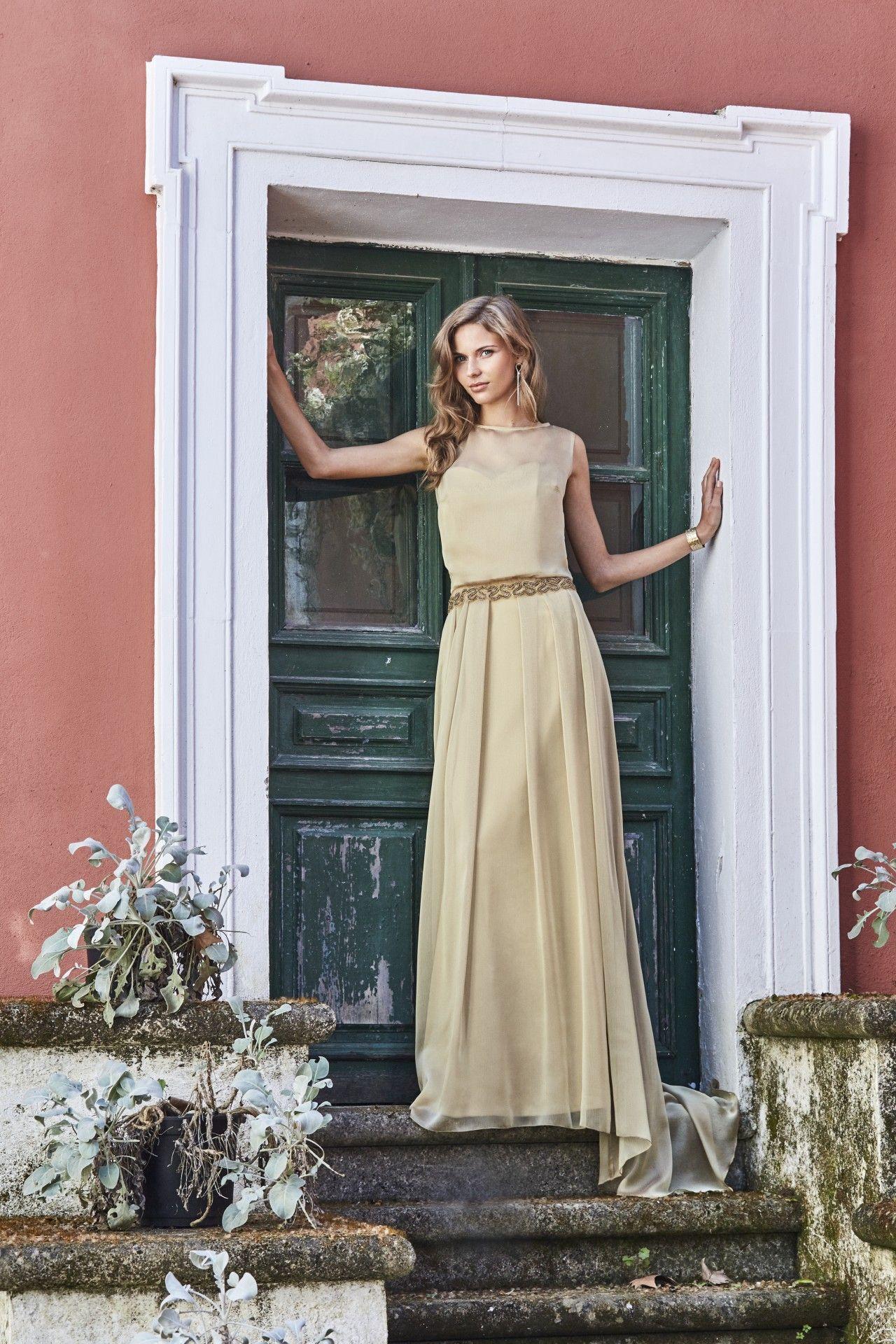 Vestido sencillo largo de boda, en elegante gasa color arena dorado ...