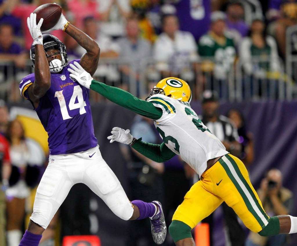 Minnesota Vikings Wide Receiver Stefon Diggs 14 Catches A 25 Yard Touchdown Pass Over Green Bay Packers C Vikings Minnesota Vikings Football Vikings Football