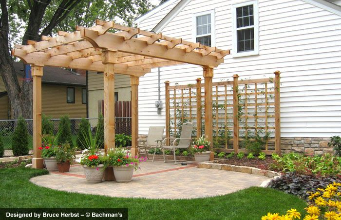 Cedar arbor and trellis cobble pavers and stone edging liking trellis maybe on hill as fence - Cecile bois vie privee ...