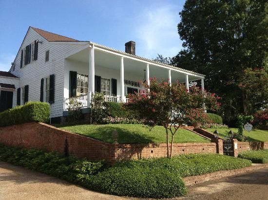 Historic Oak Hill Inn In Natchez Mississippi Front Of Oak Hill From The Street 46154312 1 Of Top 25 B Bs And Inns Trip Advisor Natchez Places To Travel