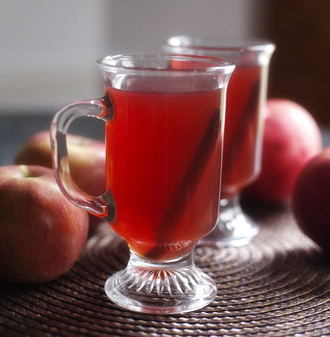 Apple Cider Alcoholic Drinks: Spiced Pomegranate Apple Cider