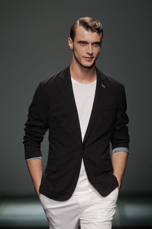 FOTO el top model francés Clement Chabernaud en el desfile de @Mango @080_bcn_fashion