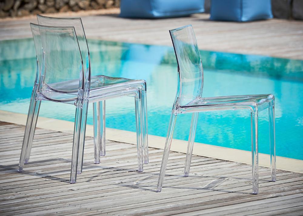 chaise design transparente en