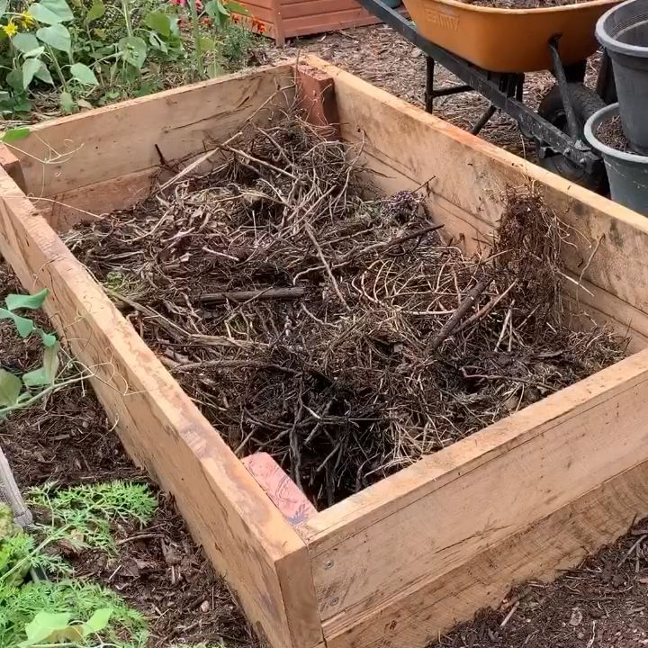 How to fill a raised bed for under 10 Use a lasagne method compost manure and straw