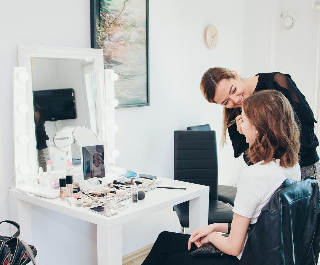 Led Licht Zum Schminken Vergrosserungsspiegel Mit Led Keuco Schminkspiegel Beleuchtet Led Schminkspiegel Bele Top Beauty Products Perfect Makeup Artist At Work