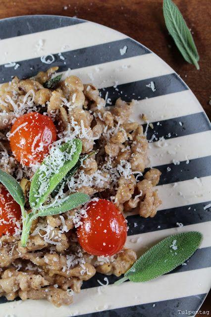 Walnuss-Spätzle mit Salbei-Nuss-Butter - Tulpentag. Der Blog #pasta #selbermachen