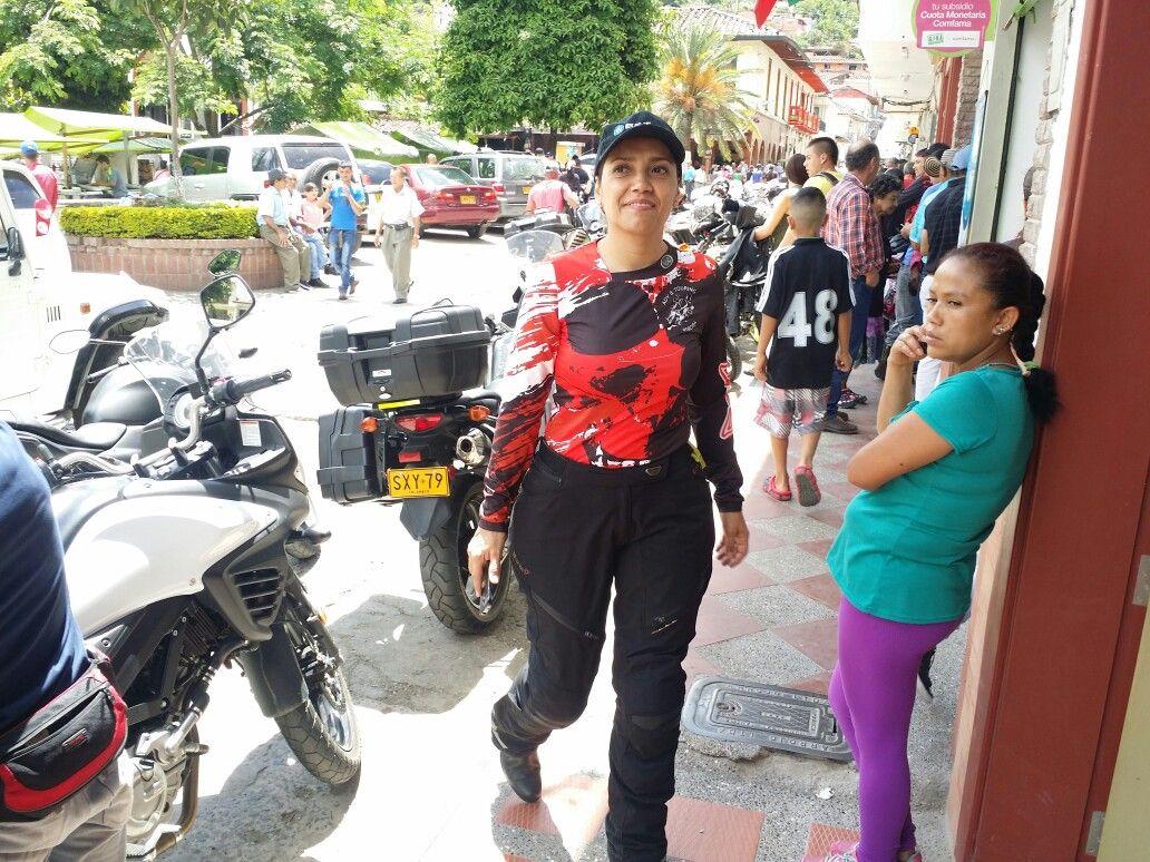 Doña Tere paseando en Támesis Antioquia