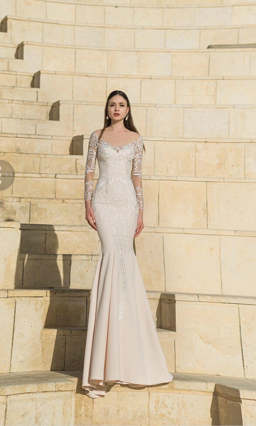 b224fdf8c5fb Populære Havfrue brudekjole med lange ærmer og skørt. Www.weddingdeluxe.dk  OH72