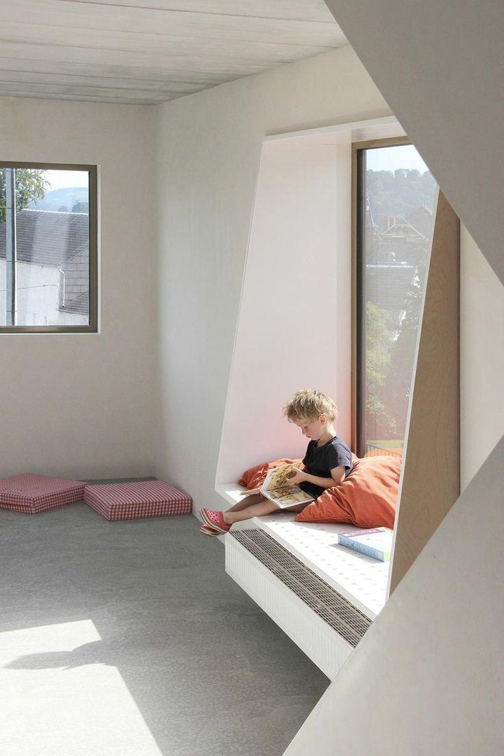Window seat with bed  sichtbeton war gestern  mauerhaus in belgien  boys room