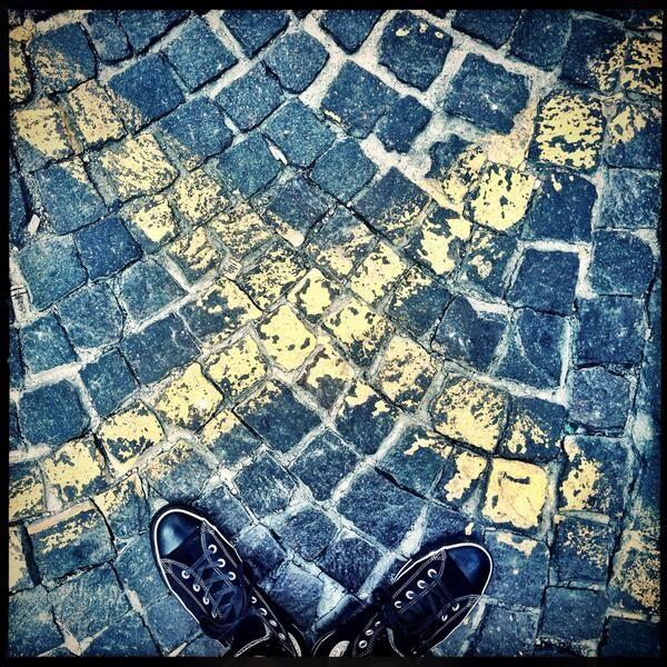 Il bivio #dietrolalineagialla - Photo by @simone michelotto
